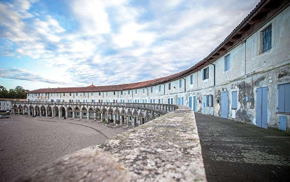 Logge-palladiane-e-piazza-paolo-Camerini