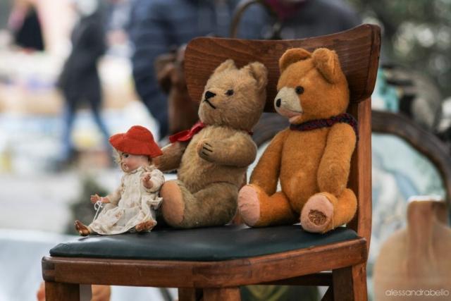 Sedia con orsetti e bambola